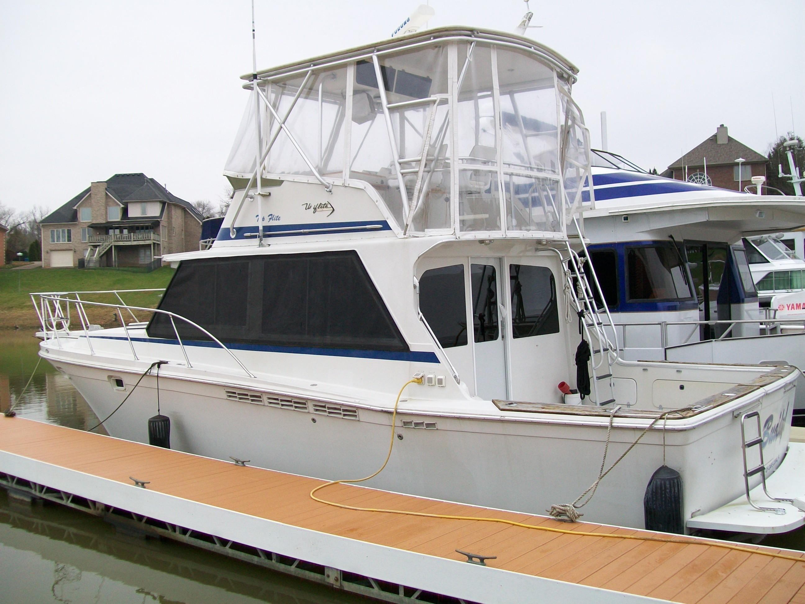 Used, 1982, Uniflite, 38 Convertible Flybridge / Chris Craft 382 , Boats