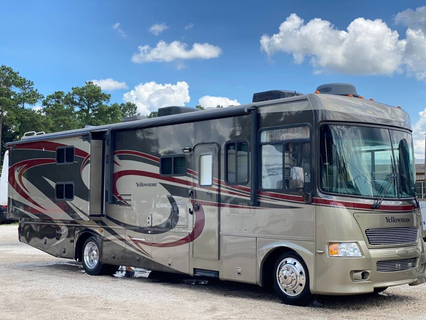 Used, 2009, Yellowstone, Gulfstream Yellowstone Model 8359Y Double Slide Class A Bunk Beds Loaded, RV - Class A