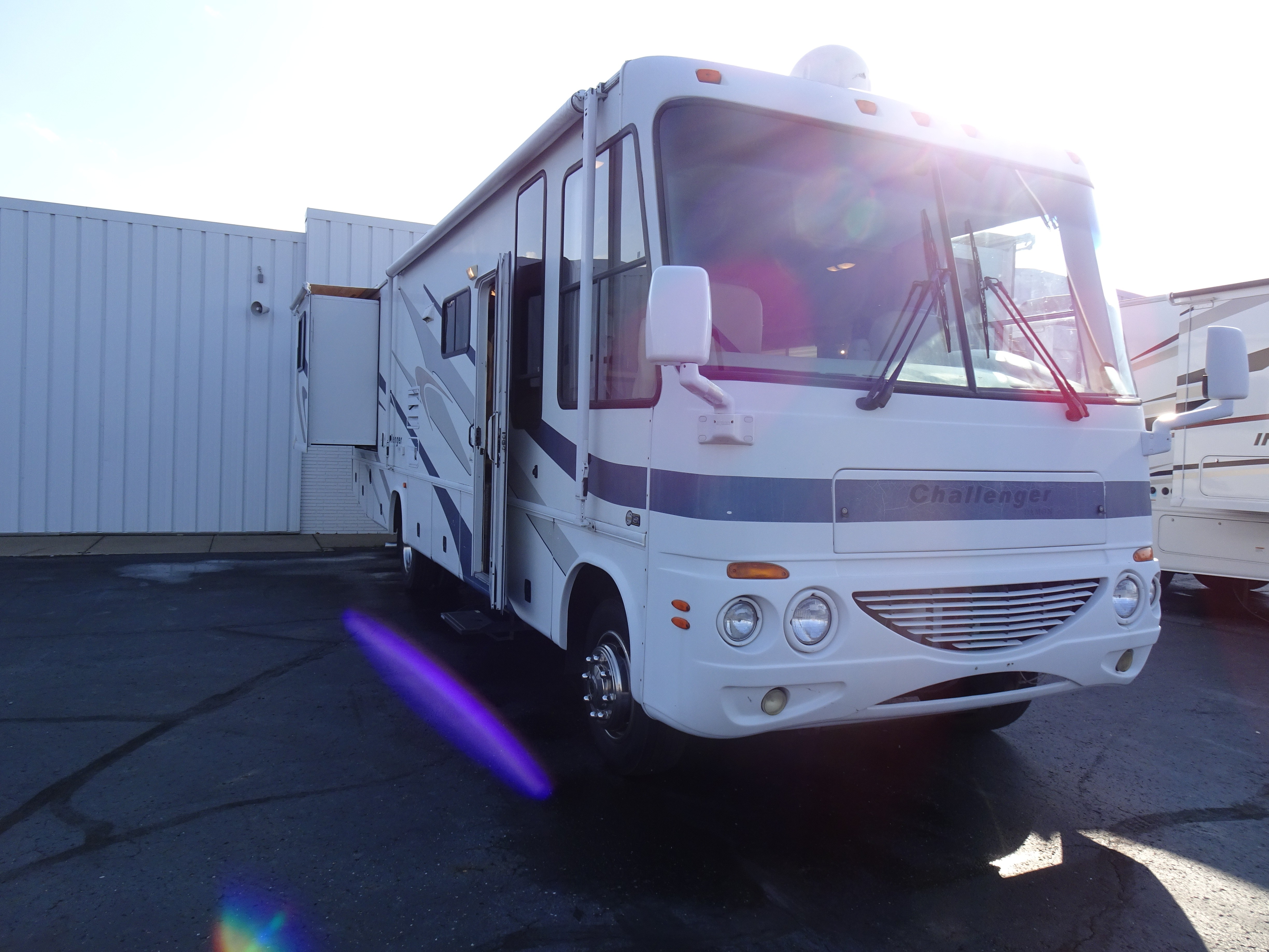 Used, 2004, Damon, CHALLENGER 327W, RV - Class A