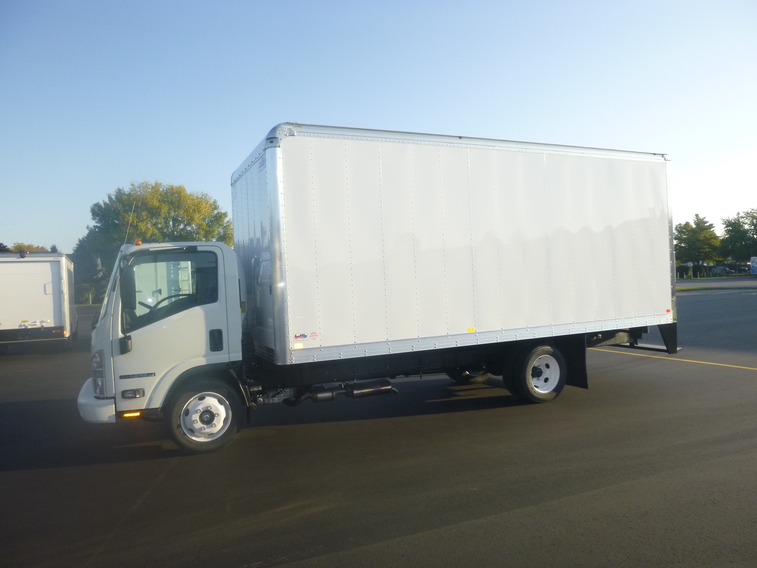 New, 2020, Isuzu, NPR-HD Gas, Van Trucks