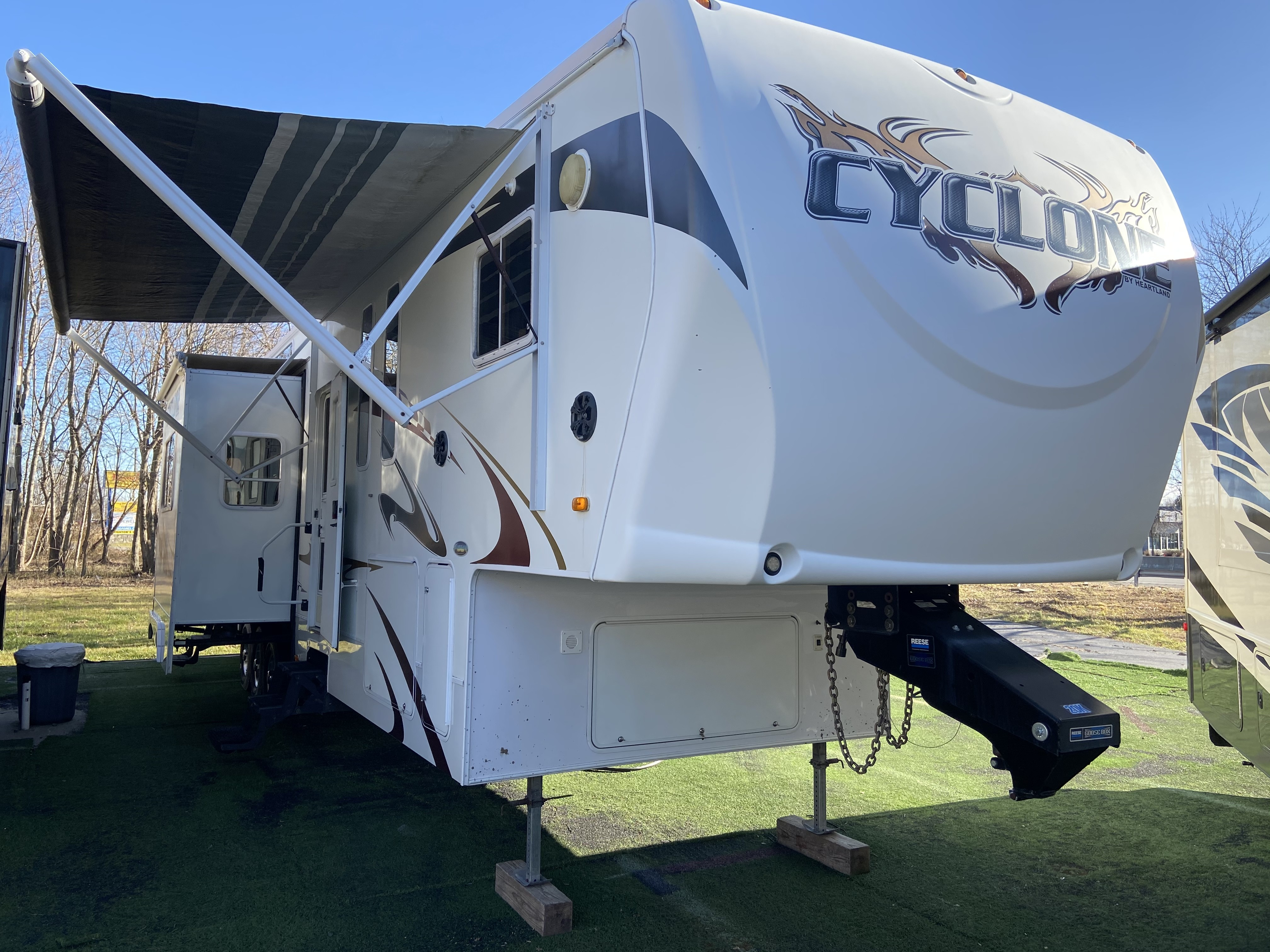 Used, 2009, Heartland, Cyclone M4012 Toy Hauler, Travel Trailers
