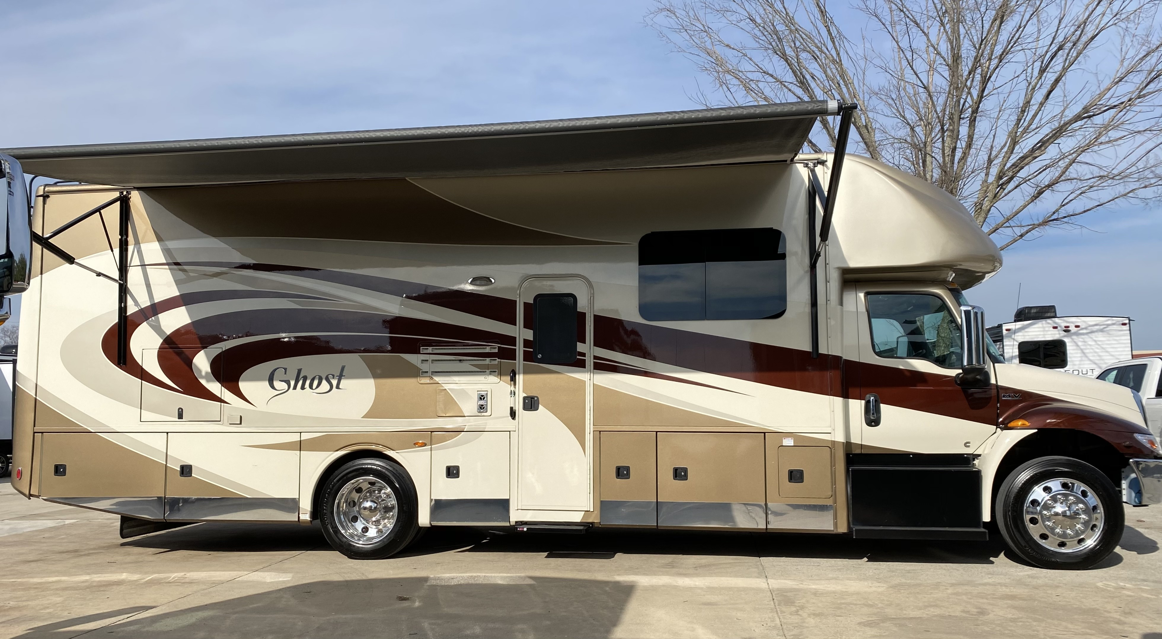Used, 2019, Nexus RV, Ghost 33DS Interntional Super C, RV - Class C
