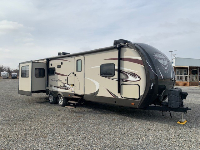 Used, 2016, Forest River, Wildwood Heritage Glen Lite 299RE, Travel Trailers