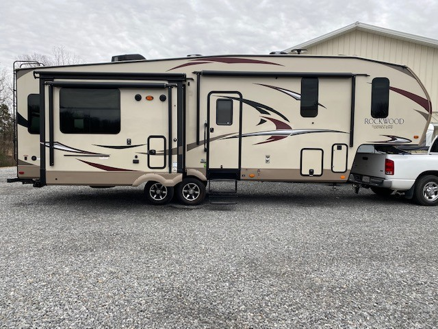 Used, 2017, Forest River, Rockwood Signature Ultra Lite 8299BS, Fifth Wheels