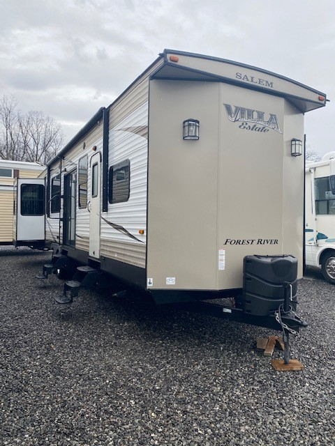 Used, 2017, Forest River, Salem Villa Estate 395RET, Destination Trailers