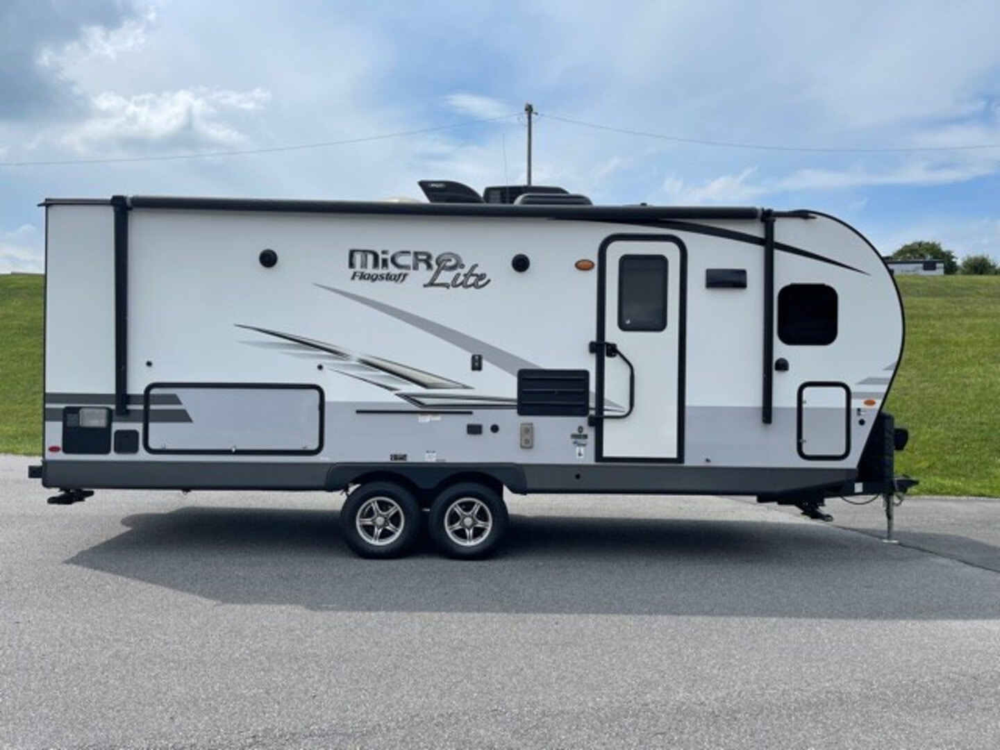 Used, 2019, Forest River, Flagstaff Micro Lite 25FKS, Travel Trailers