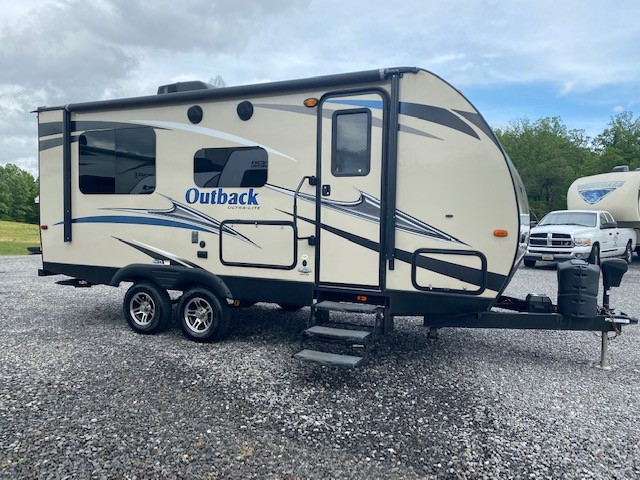 Used, 2016, Keystone, Outback 210URS, Travel Trailers