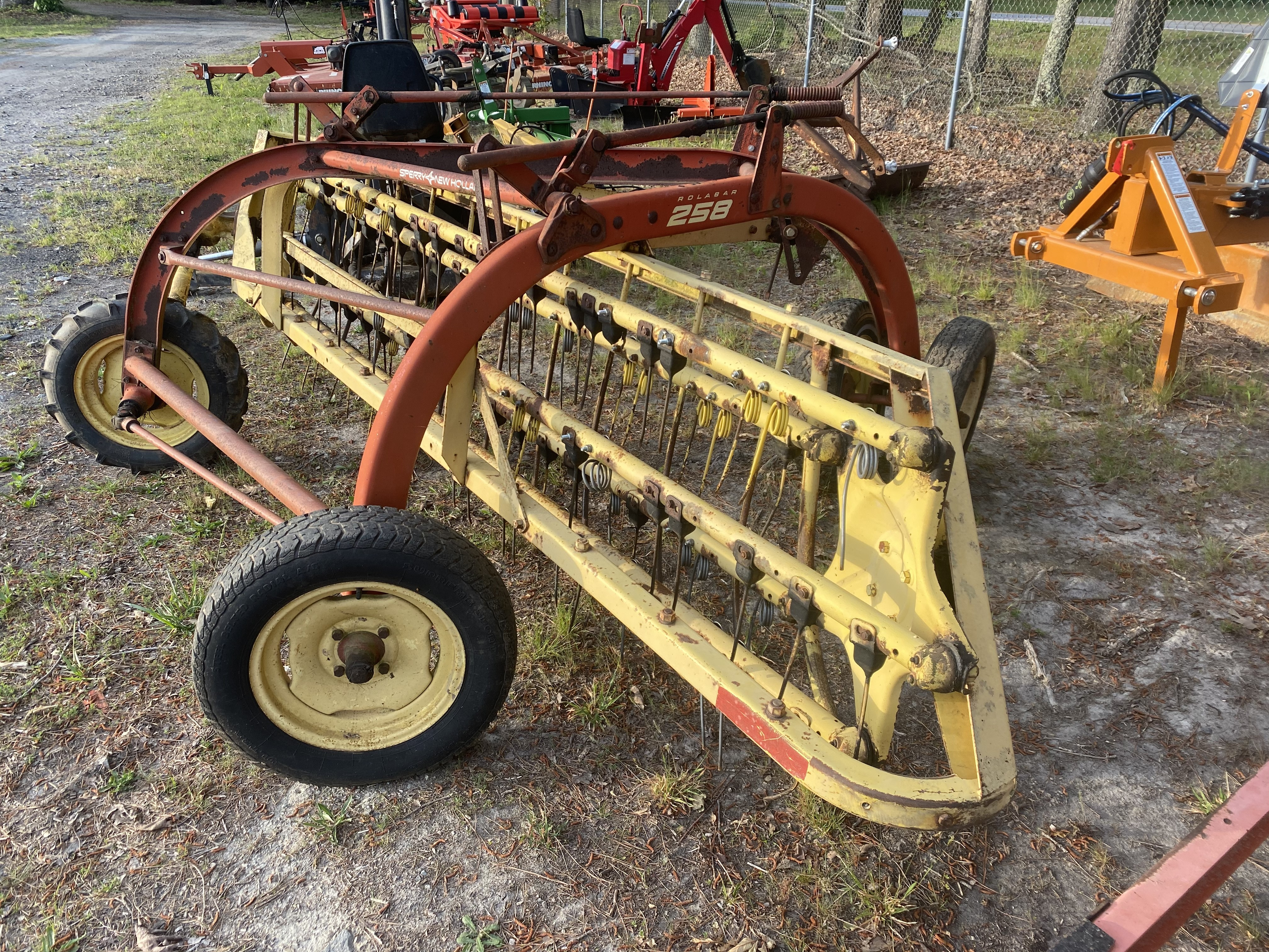 Used, 2021, New Holland Agriculture, 258 (Rolabar® Rakes), Lawn Mowers
