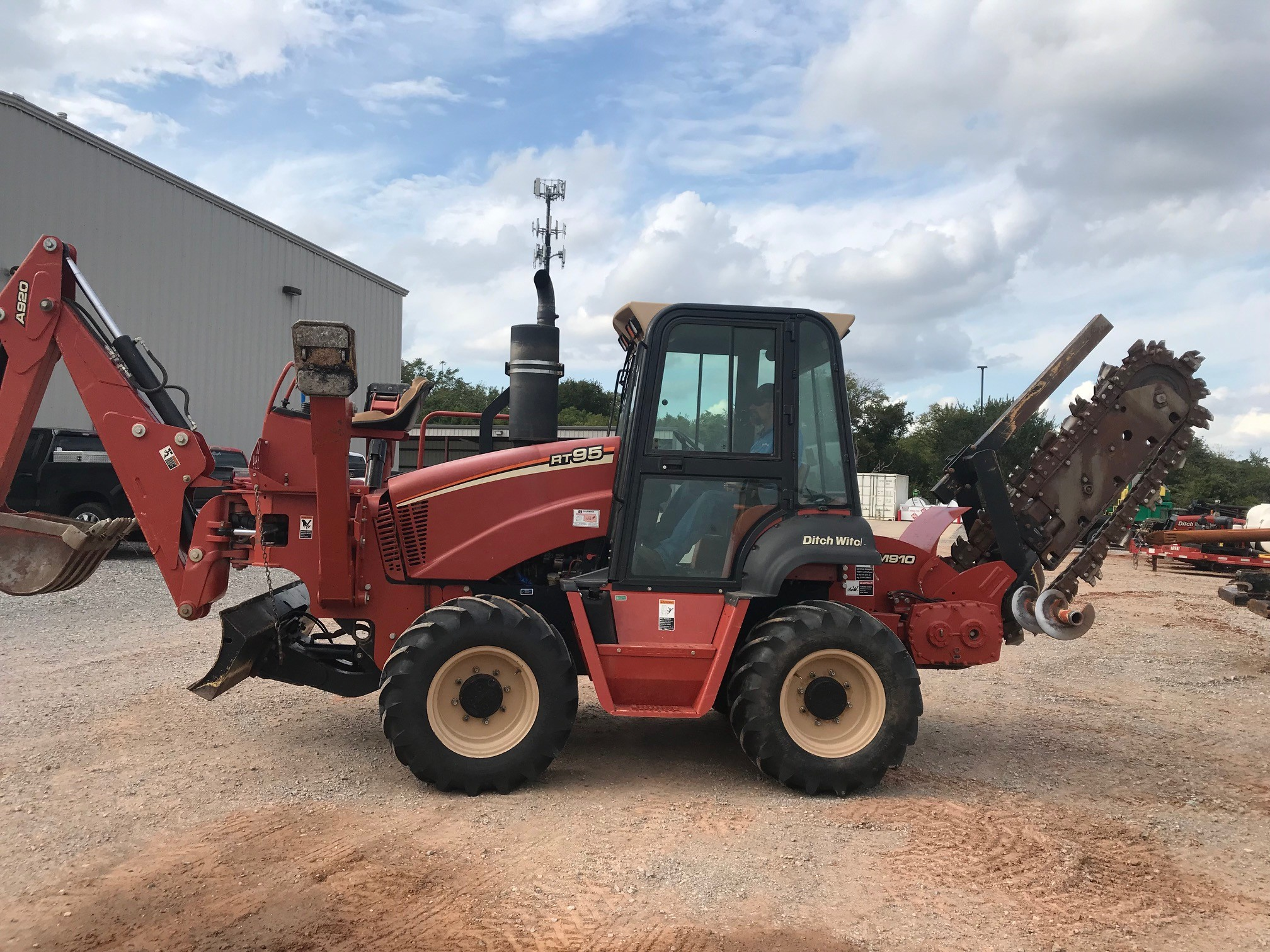 Used, 2009, Ditch Witch, RT95, Trenchers