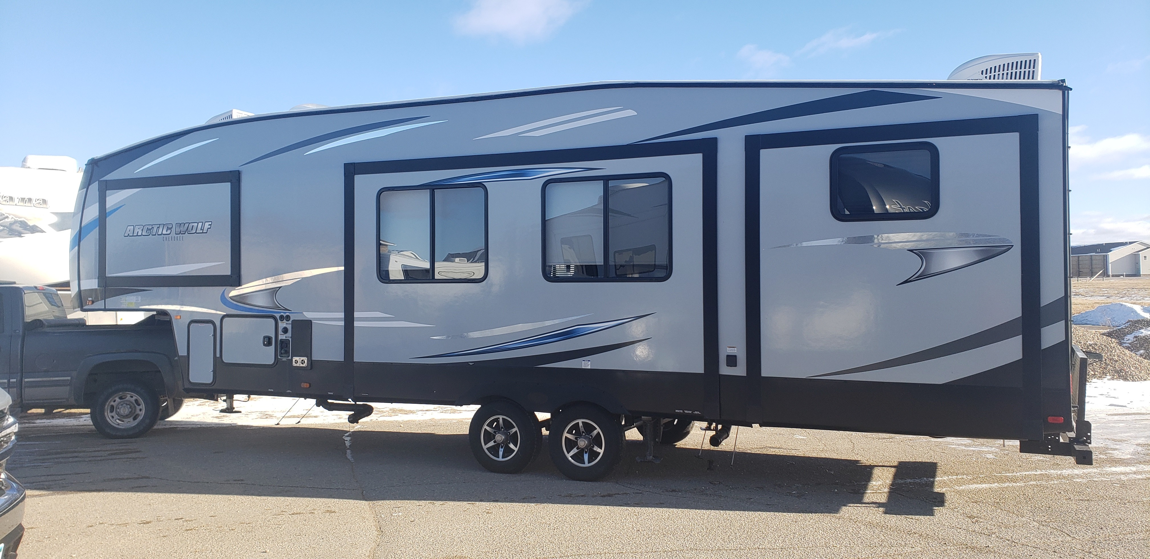 Used, 2019, Cherokee Arctic Wolf, 315TBHS, Fifth Wheels