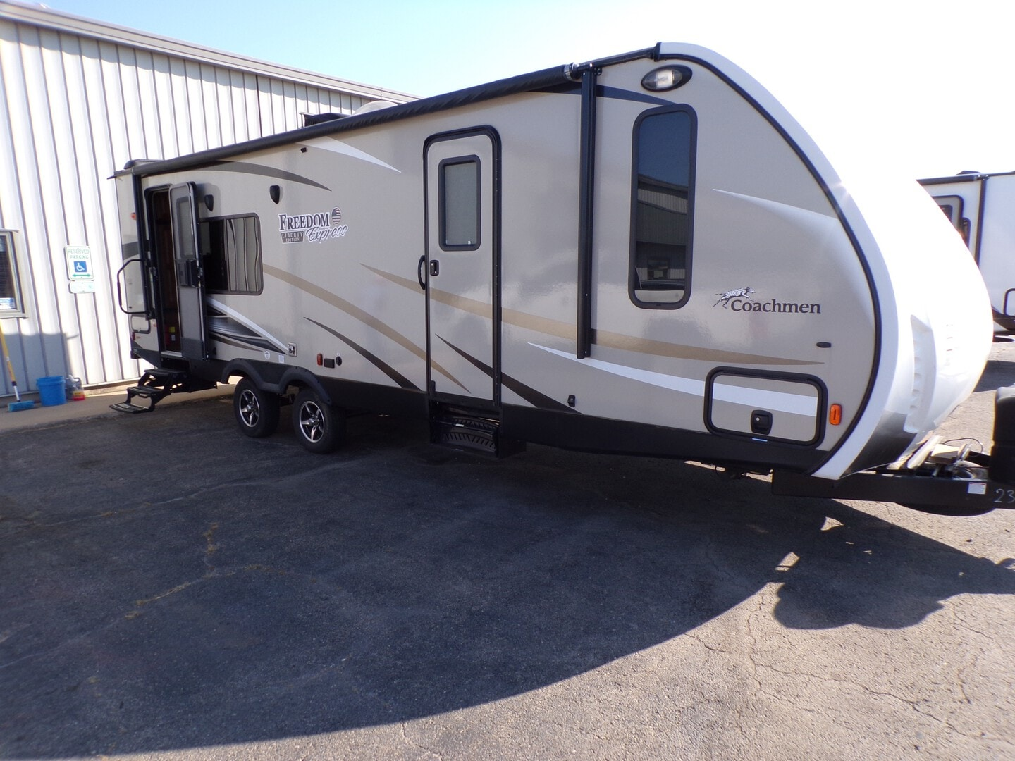 Used, 2017, Freedom Express Liberty Edition, 276RKDSLE, Travel Trailers