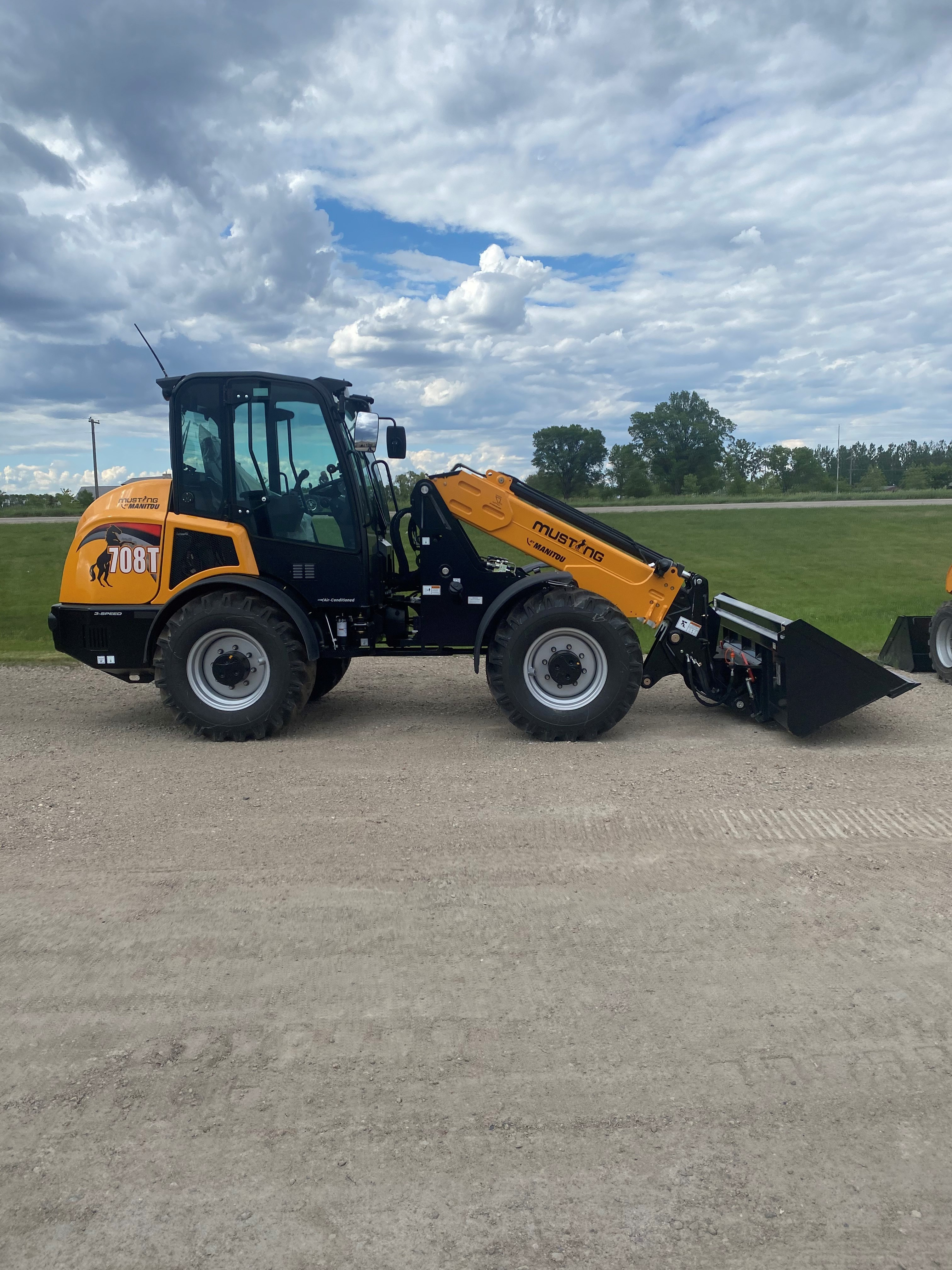 New, 2021, Mustang, 708T, Loaders