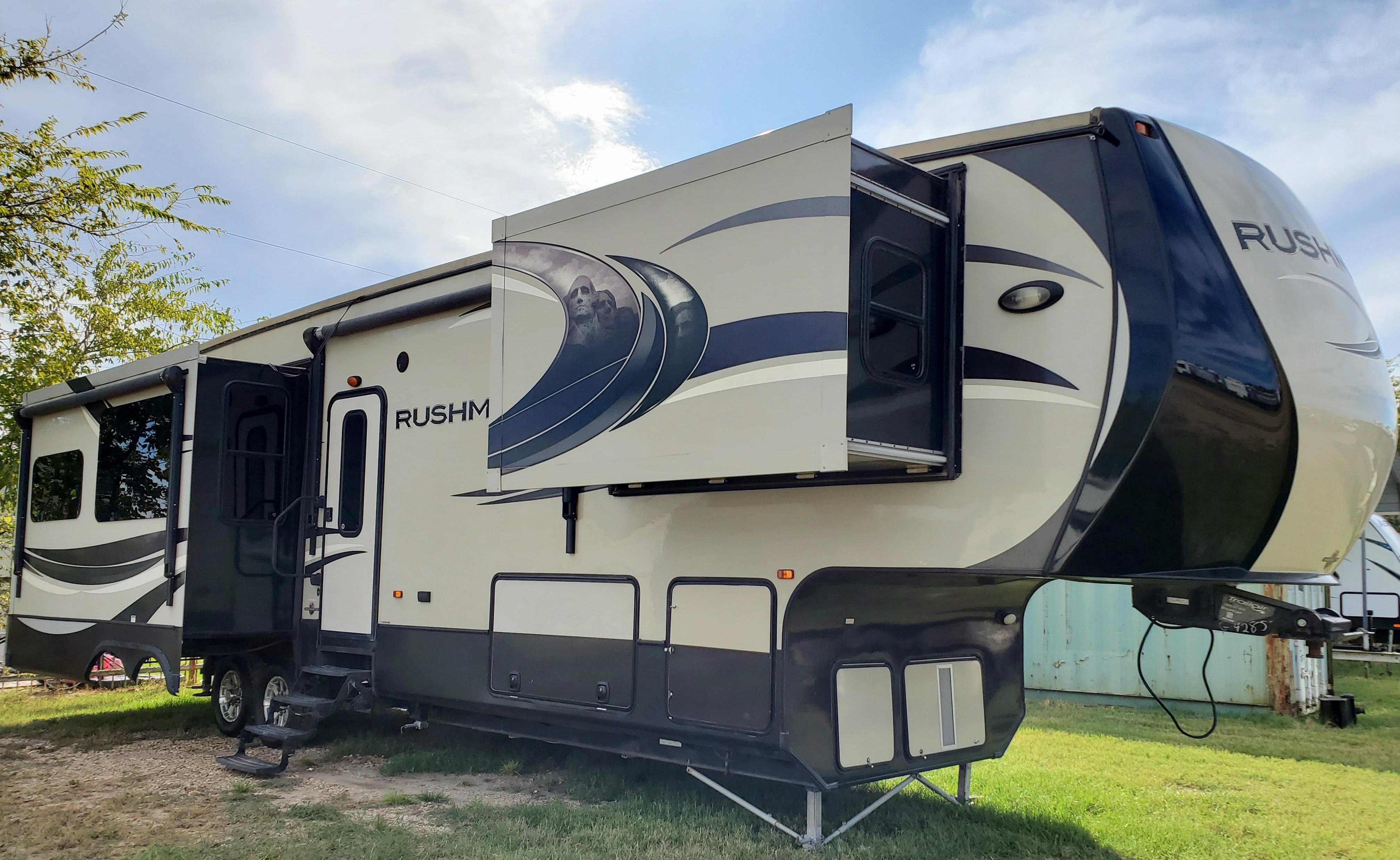 Used, 2014, CrossRoads, Rushmore Washington - RF39WA, Fifth Wheels