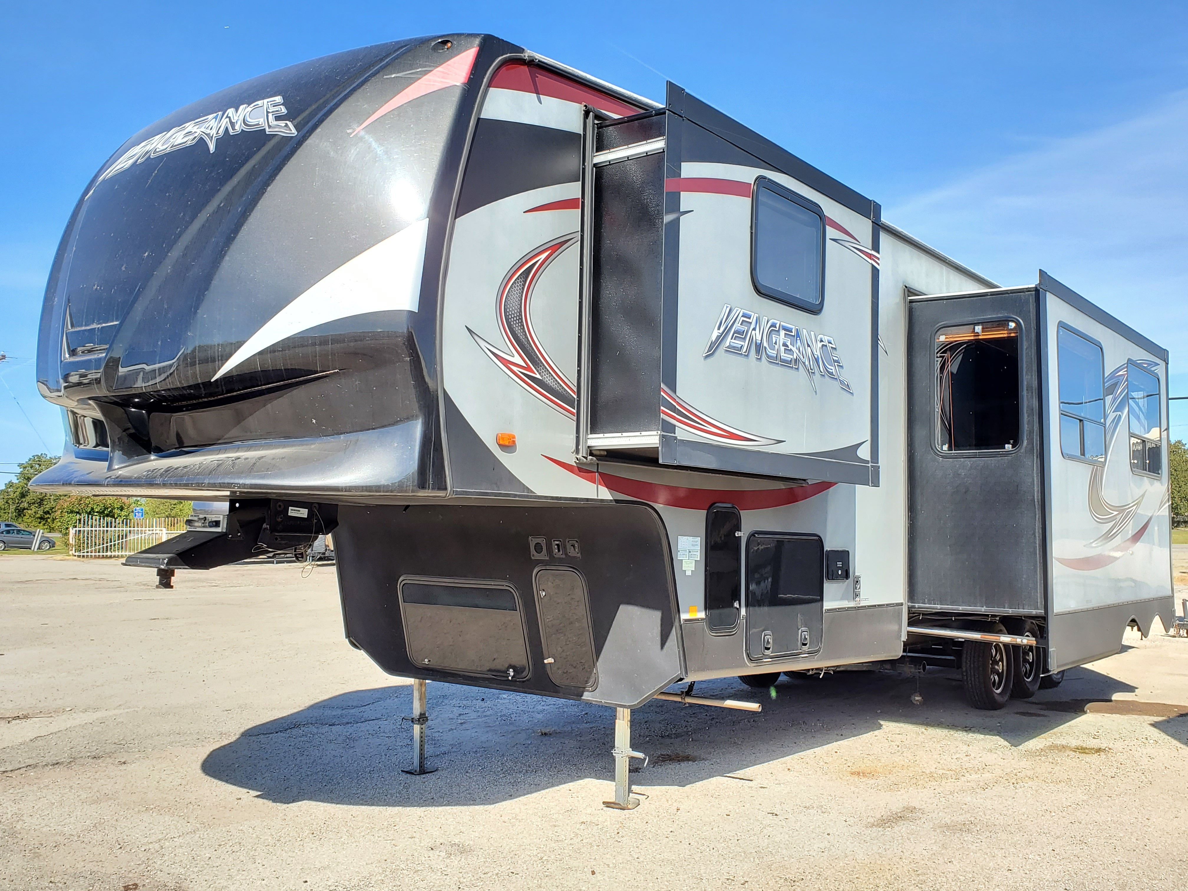 Used, 2014, Forest River, Vengeance 377V, Toy Haulers