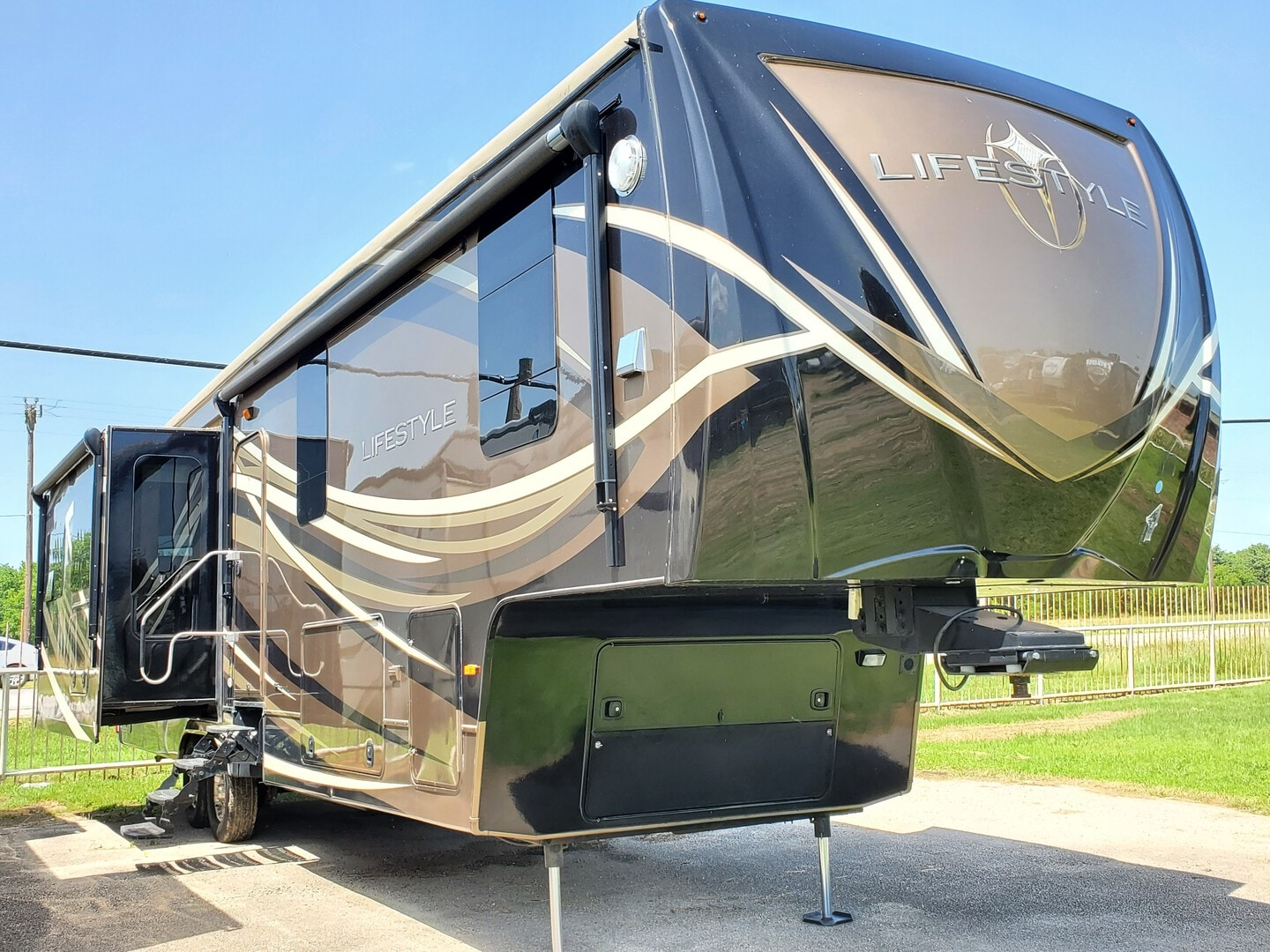 Used, 2015, Lifestyle Luxury RV, LS38RS, Fifth Wheels