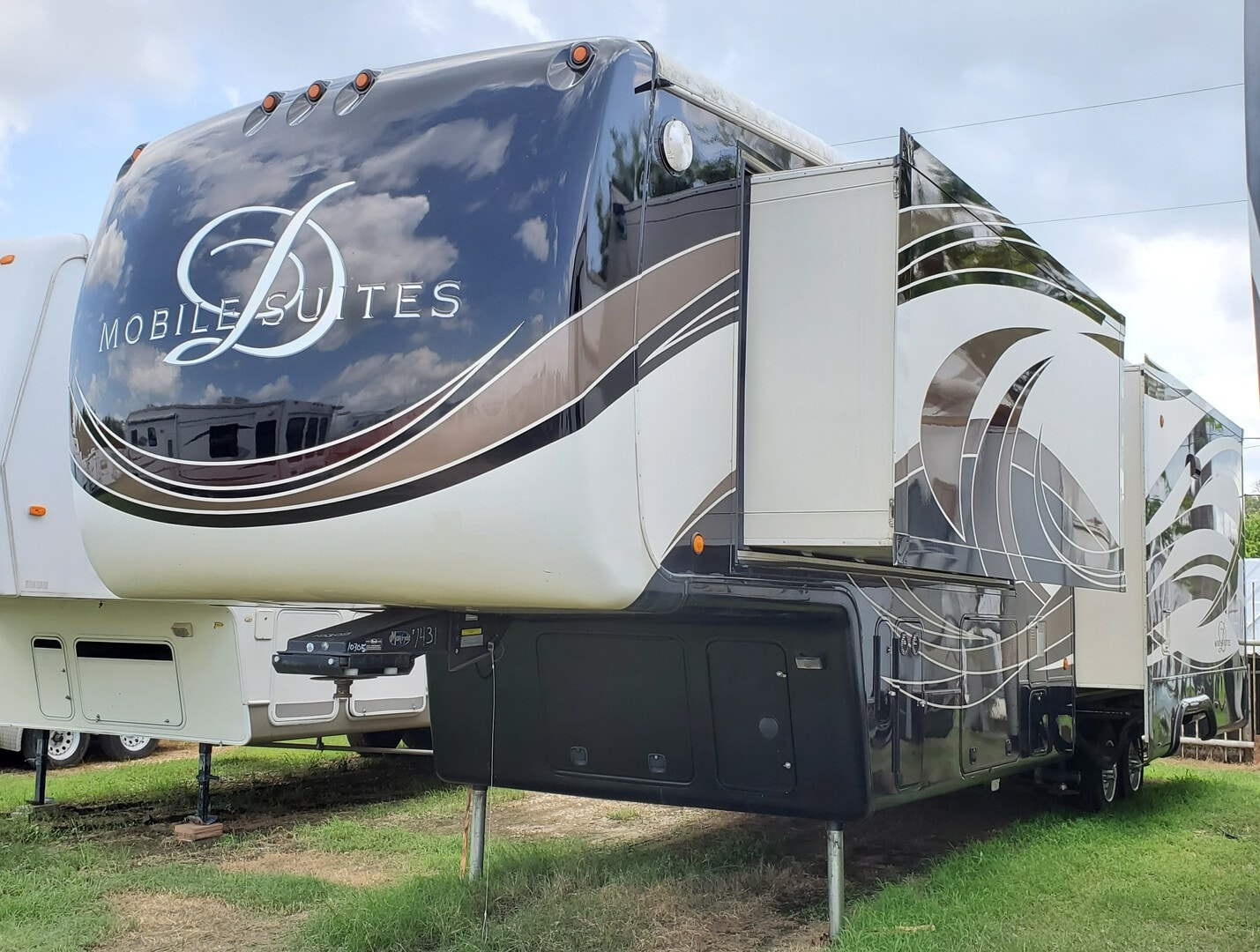 Used, 2015, DRV, Mobile Suites 38RSB3, Fifth Wheels