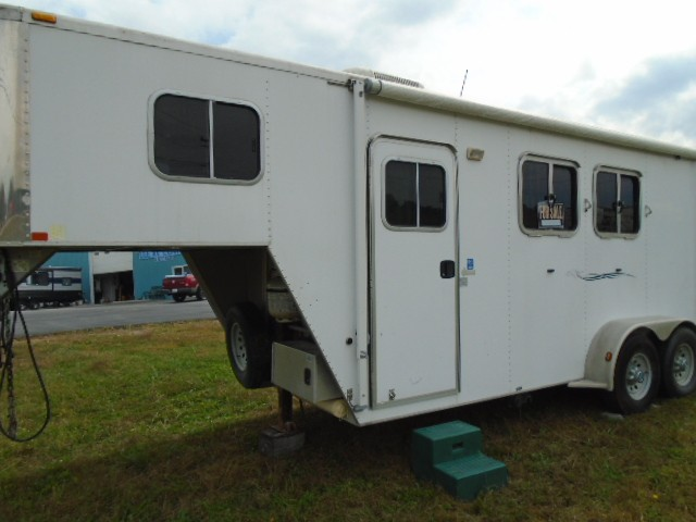 Used, 2007, Featherlite Trailers, 2 Horse / living quaters, Horse / Livestock Trailers