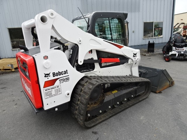 Used, 2019, Bobcat, T740 TRACK LOADER - FULL COVERAGE WARRANTY UNTIL 7/13/2022 (2000 HOUR LIMIT) EMISSIONS WARRANTY UNTIL 7/13/2025 (3000 HOUR LIMIT) - 116 HOUS! - ENCLOSED CAB W/HVAC AND STANDARD CONTROLS WITH POWER ASSIST (SCPA) - IN EXCELLENT CONDITION W/SUSPENSION SEAT AND SOUND REDUCTION CAB - INCLUDES DELUXE INSTRUMENTATION W/KEYLESS START, Loaders
