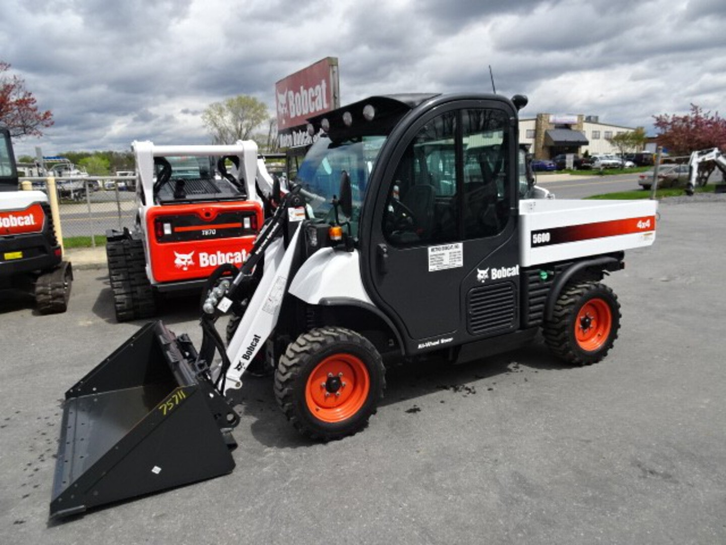 Used, 2021, Bobcat, 5600 TOOLCAT WORK MACHINE 61 HP Turbo-Charged Bobcat Engine (Tier 4) - $1000 CASH REBATE OR 0% FINANCING AVAILABLE - DELUXE ROAD PACKAGE - 2 SPEED - 1 YEAR WARRANTY UNLIMITED HOURS!, Toolcat™ Work Machines