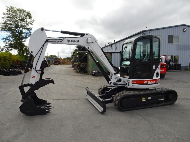 """Used, 2005, Bobcat, 435 COMPACT EXCAVATOR - FASTTRACK 2-SPEED DRIVE SYSTEM- LONG ARM (12'5"""" DIG DEPTH) W/HYD CLAMP ATTACHMENT AND 36"""