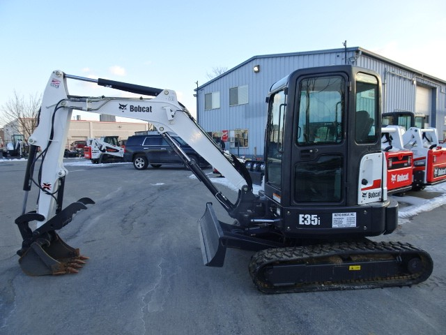 "Used, 2016, Bobcat, 2016 Bobcat E35i ZTS Compact Excavator-Long Arm (11'3"" Dig Depth)-Hydraulic X-Change Attachment Mounting System, Excavators"