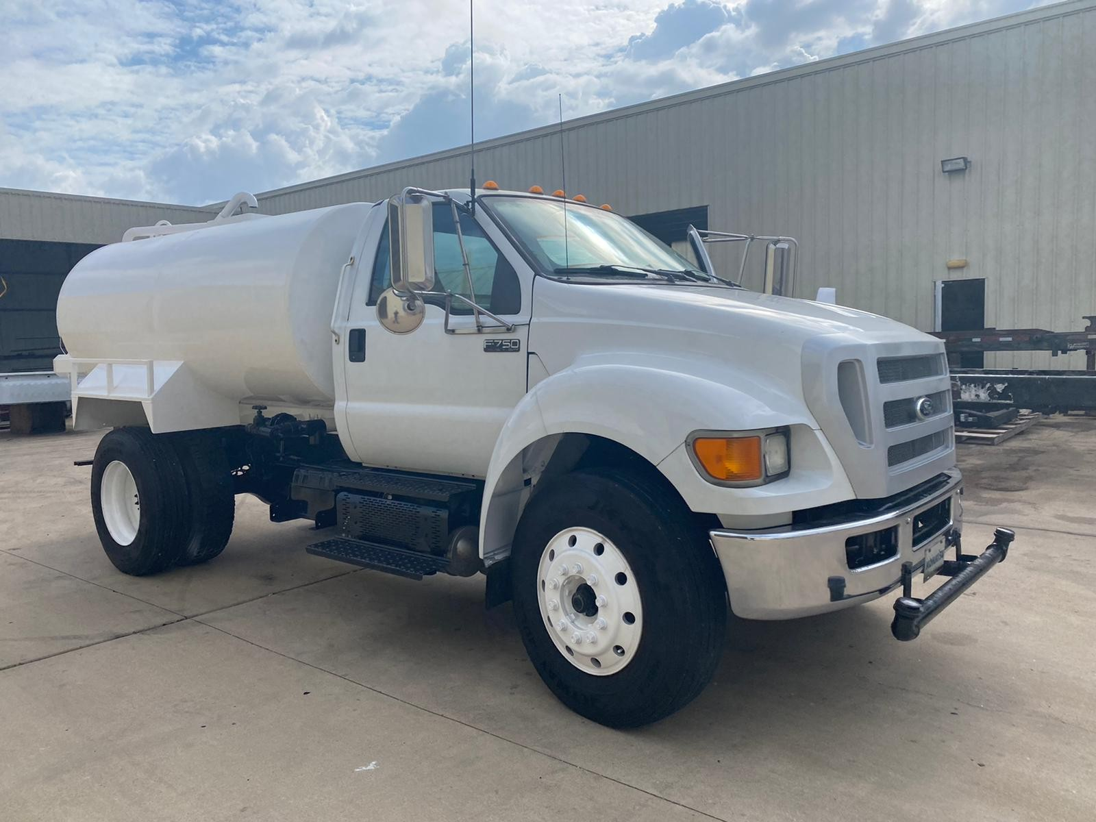 Used, 2012, Ford, F750XL 2000 Gallon Water Truck, Tanker Trucks