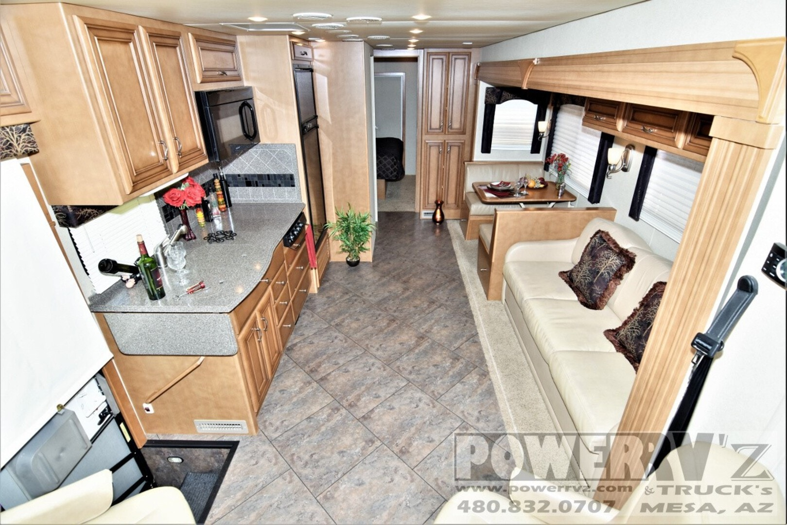Used, 2013, Newmar, Canyon Star 3920, Toy Haulers