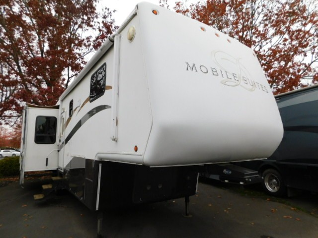 Used, 2006, Mobile Suites, Doubletree 38RL3, Fifth Wheels
