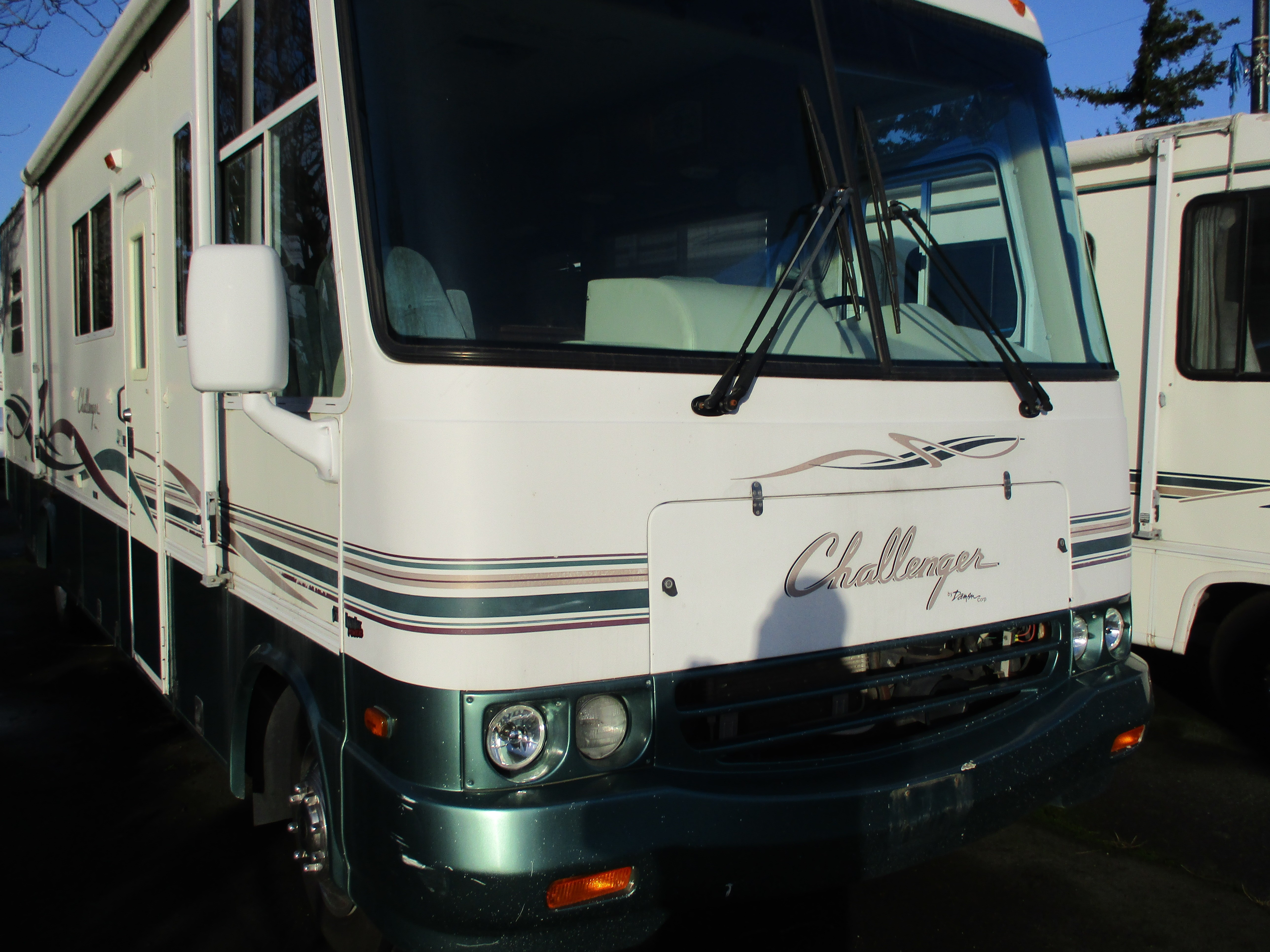 Used, 1999, Damon, CHALLANGER, RV - Class A
