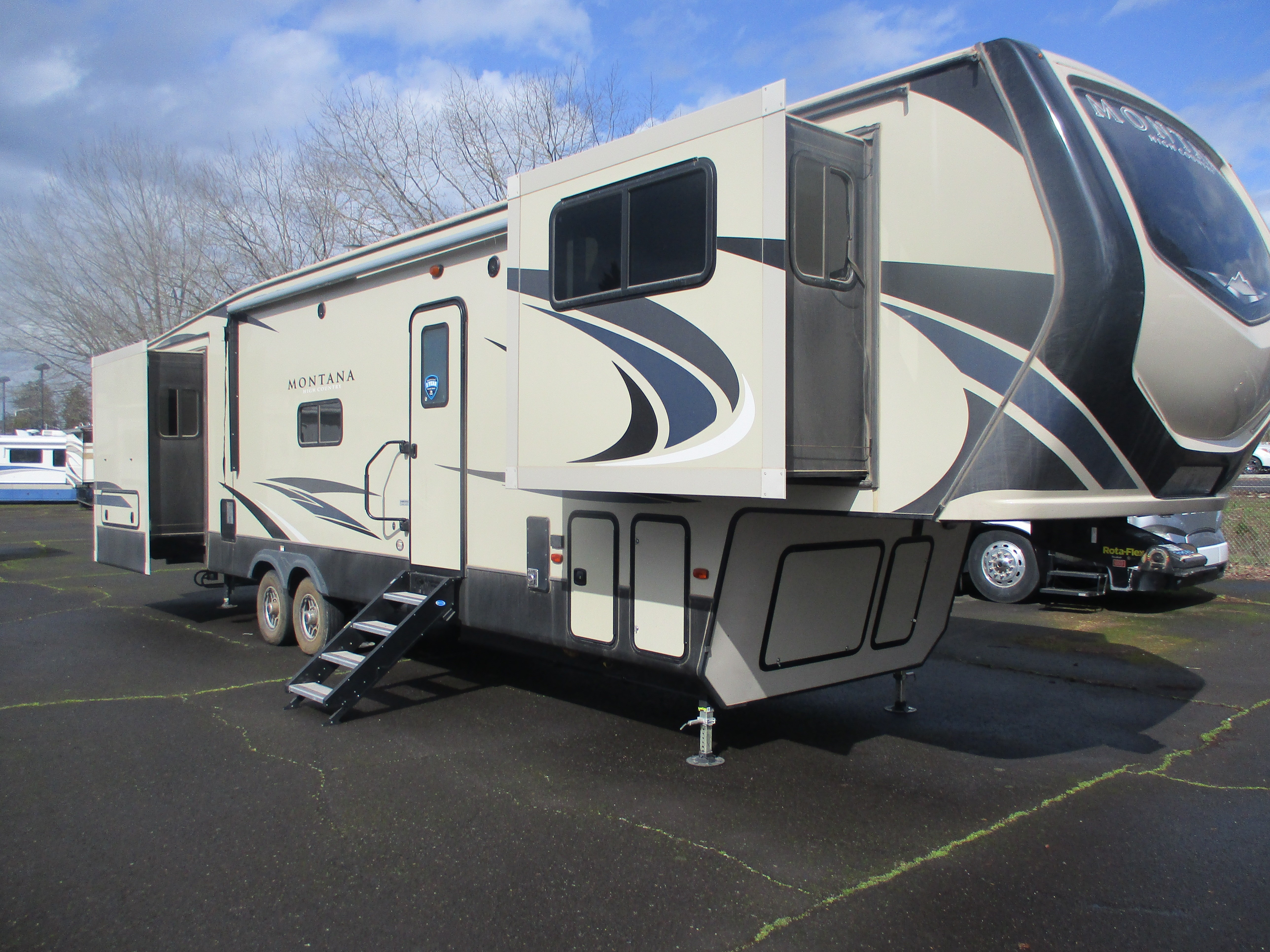 Used, 2019, Keystone, Montana High Country 375FL, Fifth Wheels