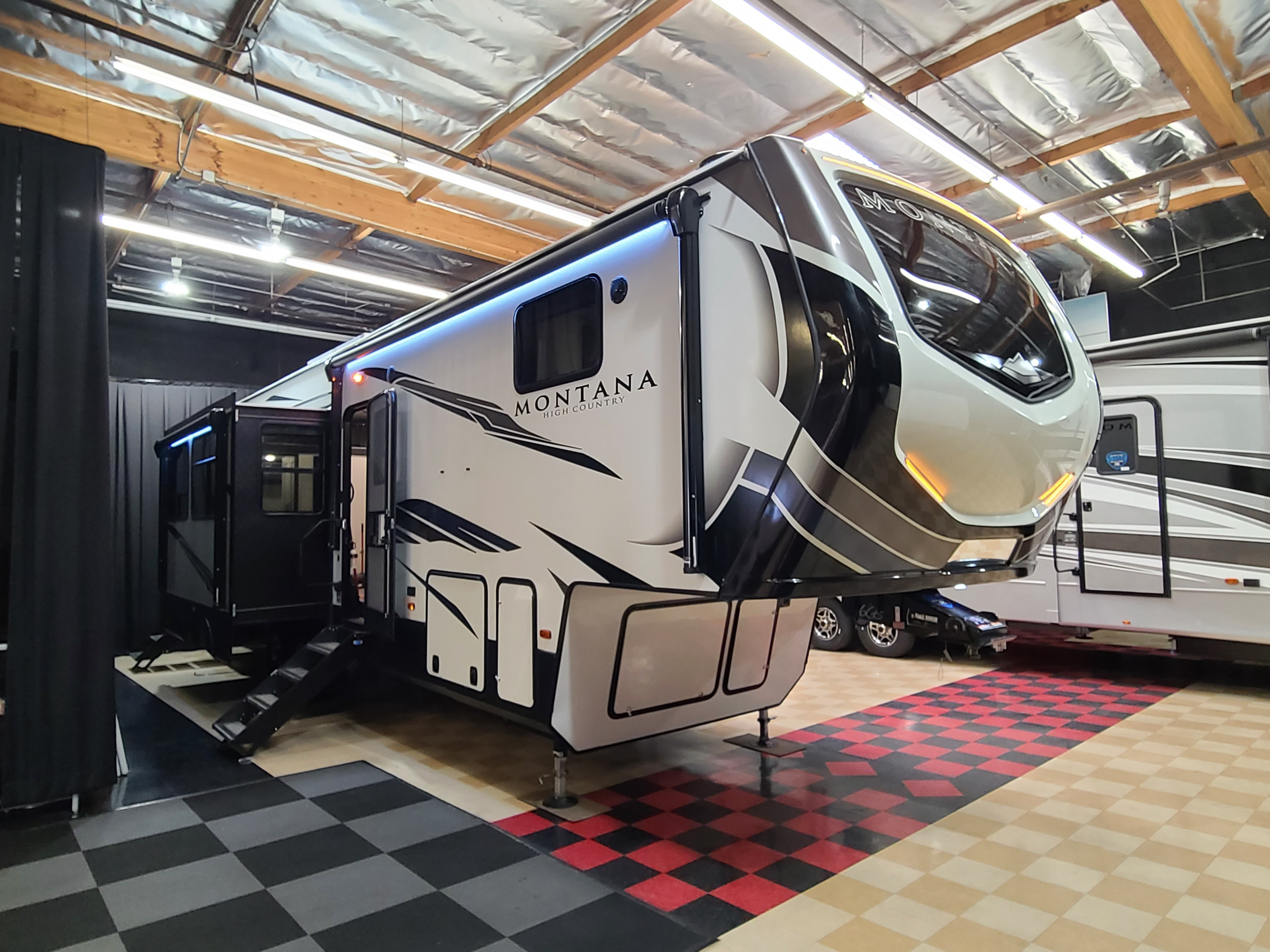 New, 2021, Montana, 334BH HC, Fifth Wheels
