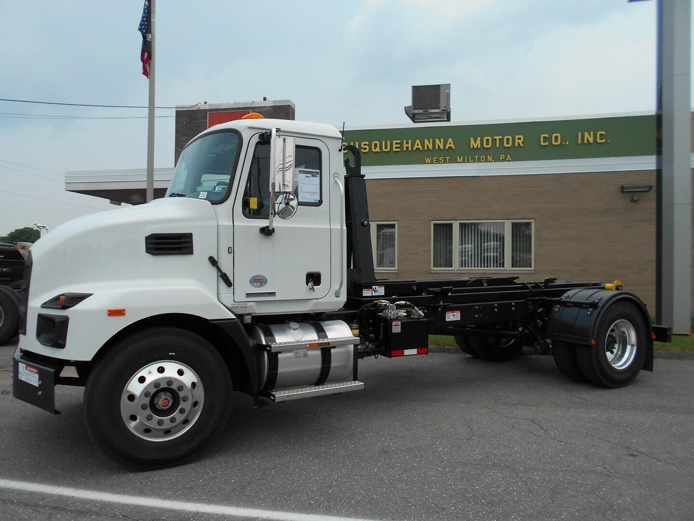 New, 2021, Mack, MD7 33,000 GVW W/ 16,000 STELLAR FLEX 120-14 HOOK LIFT, Cab / Chassis Trucks