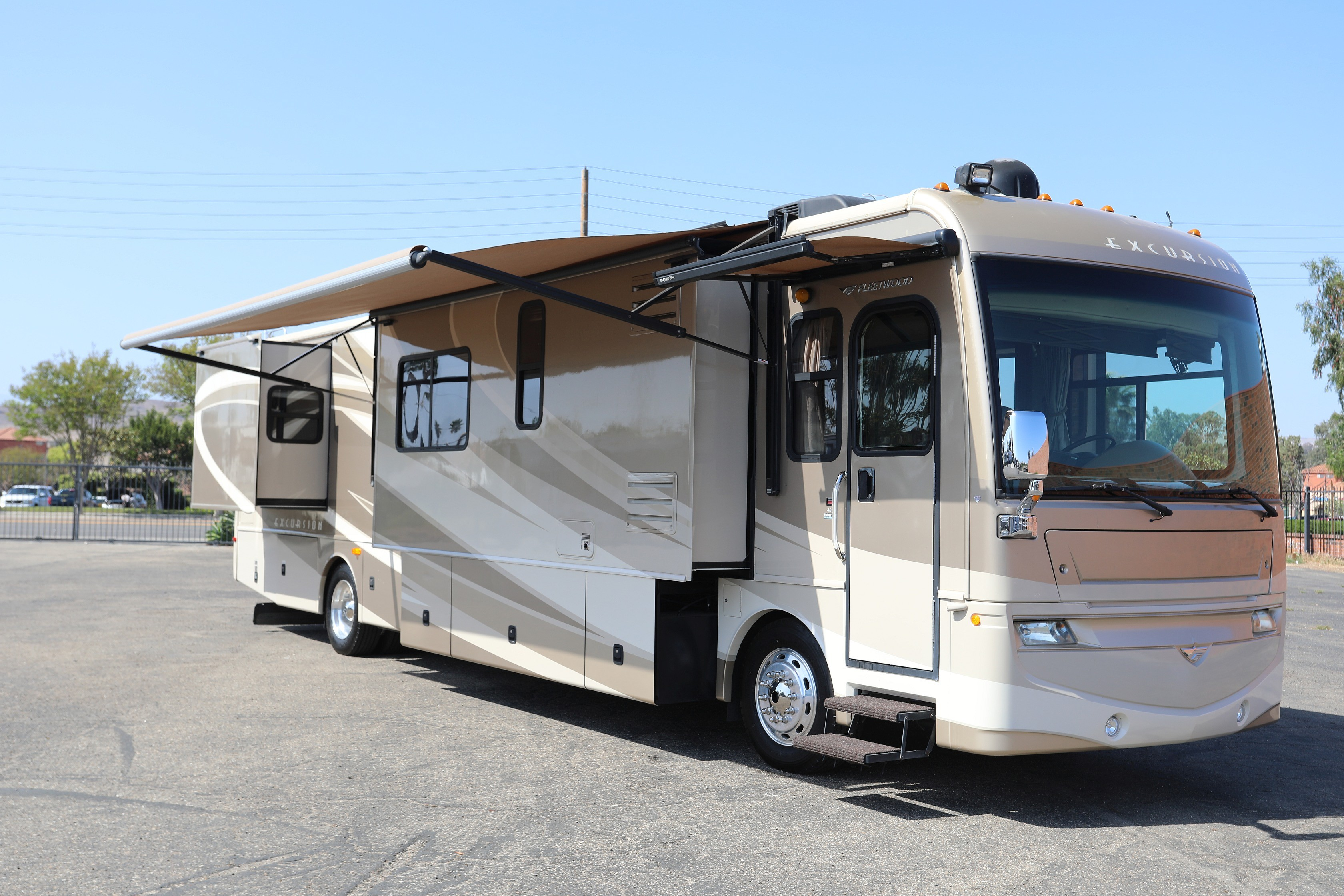 Used, 2008, Fleetwood, Excursion™ 40X, RV - Class A