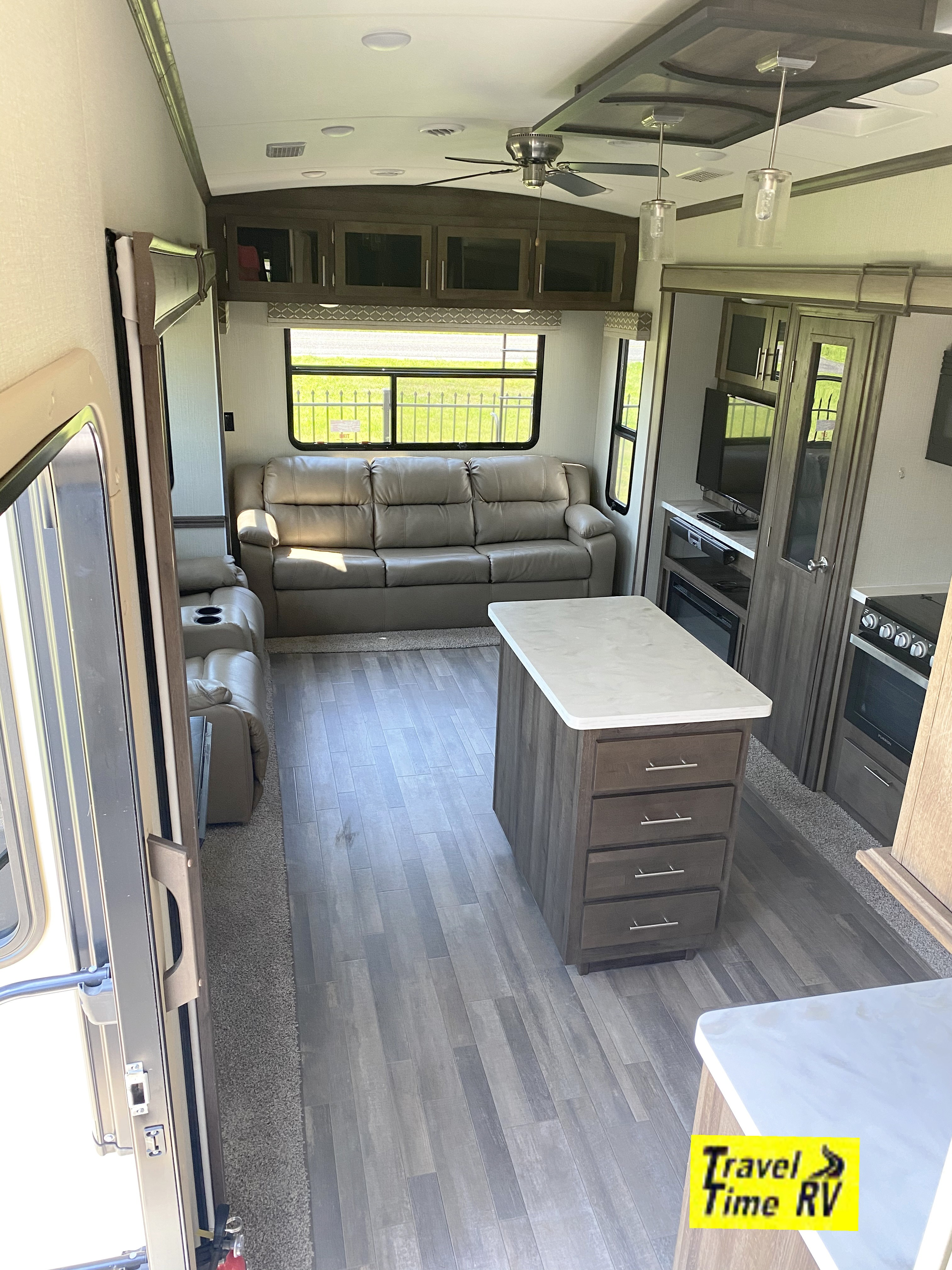 Used, 2019, Forest River, Cardinal Limited 3045RLLE, Fifth Wheels