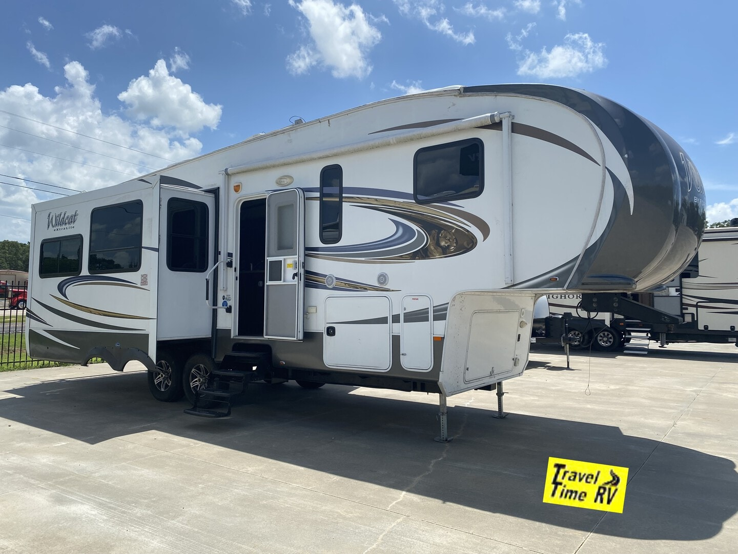 Used, 2015, Forest River, Wildcat 295RSX, Fifth Wheels