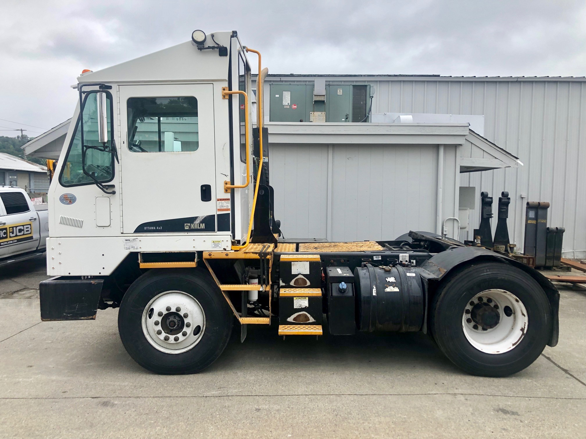 Used, 2011, Ottawa, 4X2 DOT/EPA Street Legal, Yard Spotter Trucks